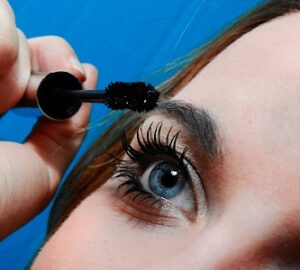 Removing Your Waterproof Mascara Featured