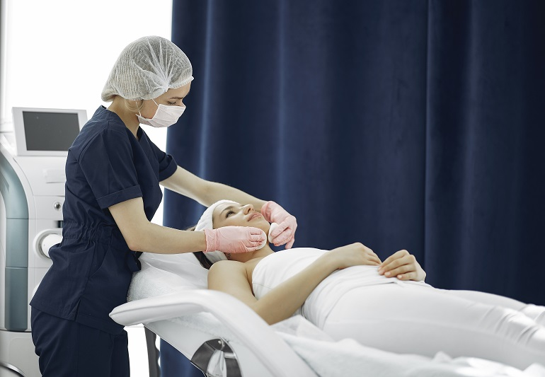Mesotherapy-Microneedling-Dermapen-For-Face-Beauty-Therapists